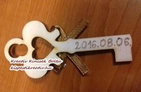 Egyedi, saját készítésű köszönőajándék – díszített, gravírozott fa kulcs